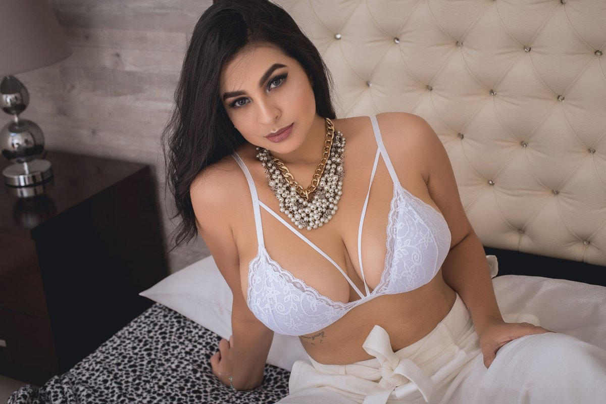 Hire a luxury escort in Hyderabad - Female Escorts Hyderabad - Call Girls Hyderabad - Feeltheheaven.com