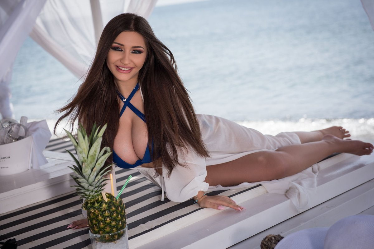 Charges / rates of escorts in Hyderabad which help to hire escorts affordably - Feeltheheaven.com
