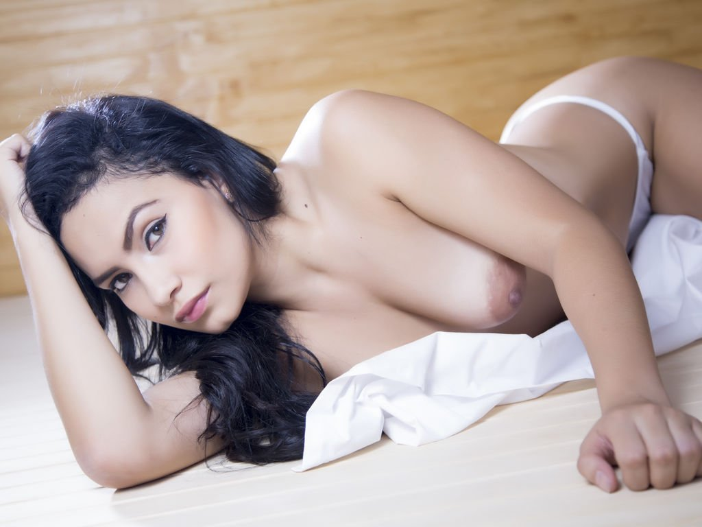 Why Do Most Men Need Female Escort Services? - Hire an Escort in Hyderabad - Feeltheheaven.com