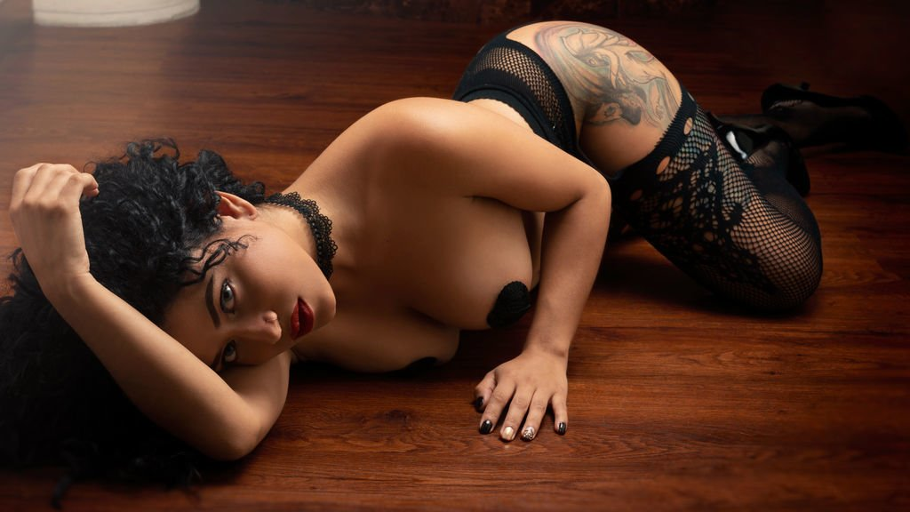 Hyderabad model escorts - Hyderabad call girls services - Advantages of having female escort in Hyderabad - Feeltheheaven.com