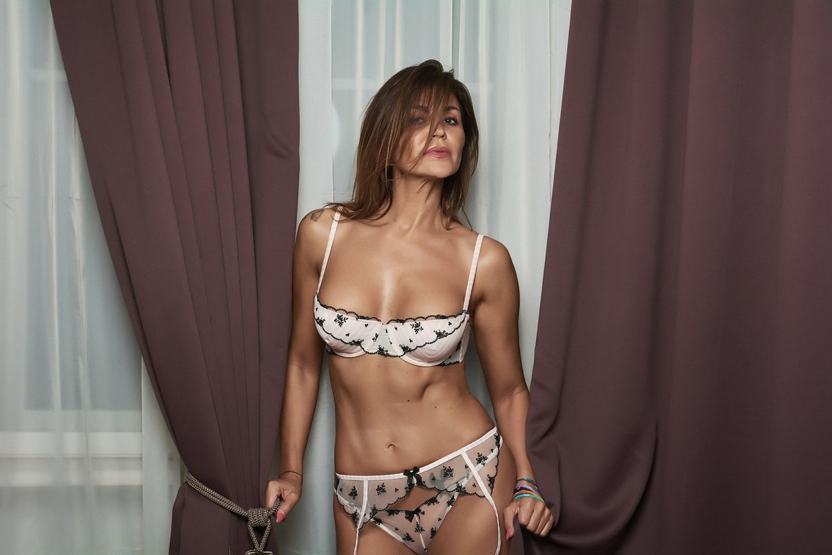 5 Star Hotel Female Escorts in Hyderabad - 24 Hours Call Girls in Hyderabad - Feeltheheaven.com